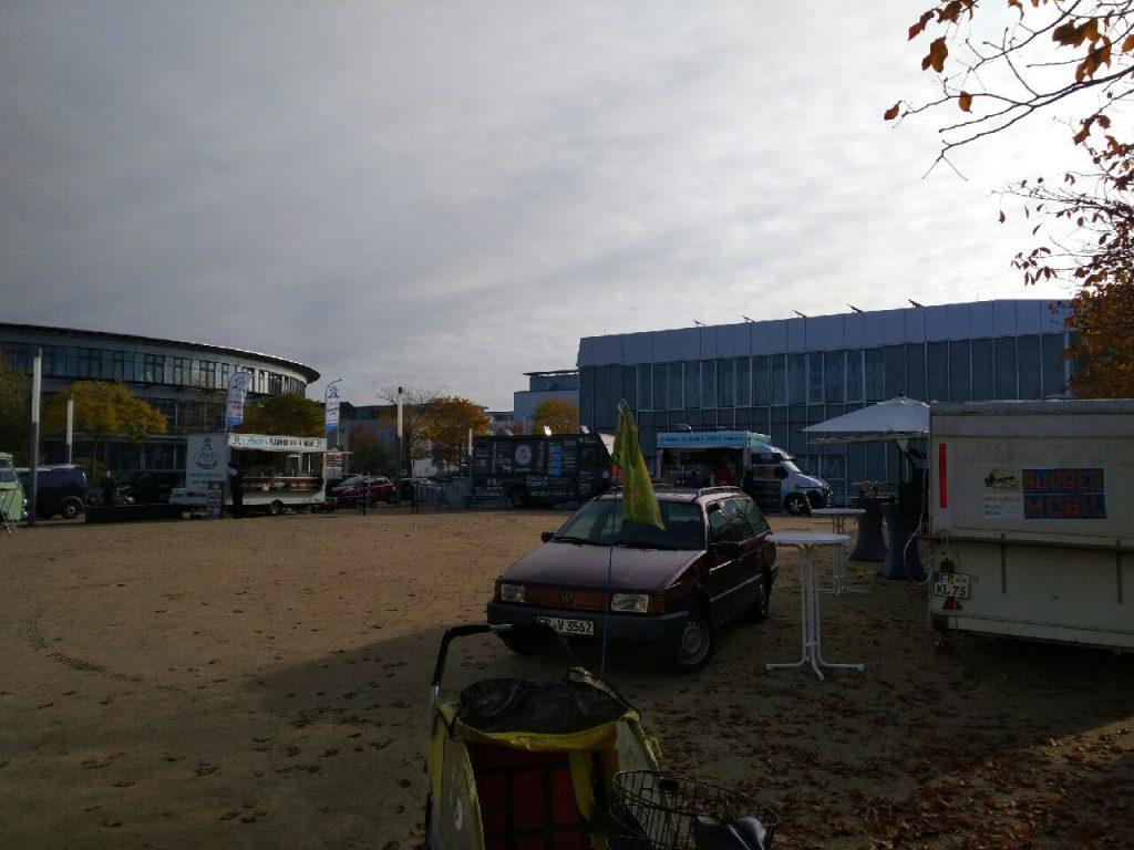 Die ersten Klappen an den Foodtrucks in Freiburg öffnen sich und es kommen immer noch Foodtrucks hinzu