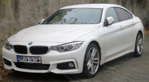 Personendaten eines BMW-Fahrers identifiziert (Symbolfoto eines ähnlichen BMWs)