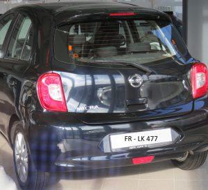 Nissan Micra schwarz (Symbolbild, Fahrzeug ähnlich dem Fluchtfahrzeug)