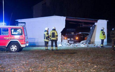 Garagenmauer Müllheim - Einparken Frau