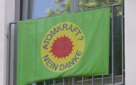 Fessenheim-Atomkraft-Flagge-Freiburg-abschalten