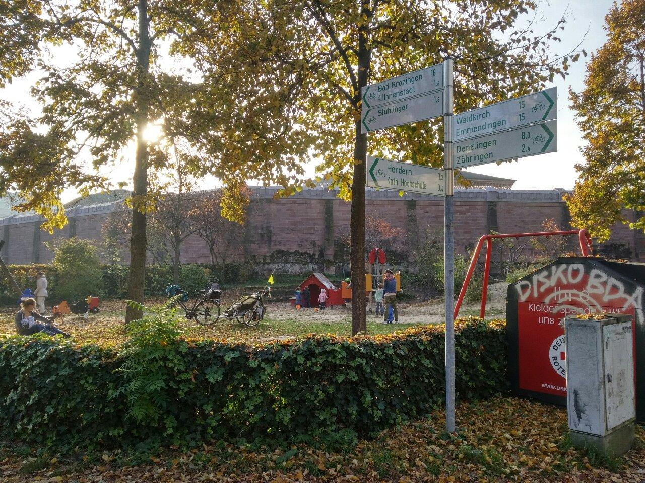 Freiburg JVA Spielplatz