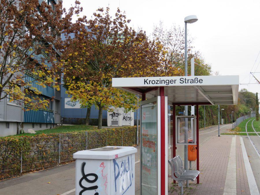 Immer wieder Schauplatz von Überfallen: Haltestelle KROZINGER STRASSE als Tor zum Stadtteil Weingarten in Freiburg