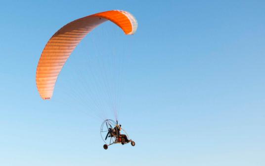 paraglider-freiburg-elsass-kanal-motor