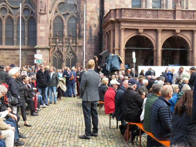 Münsterplatz voll vor Angela Merkel in Freiburg