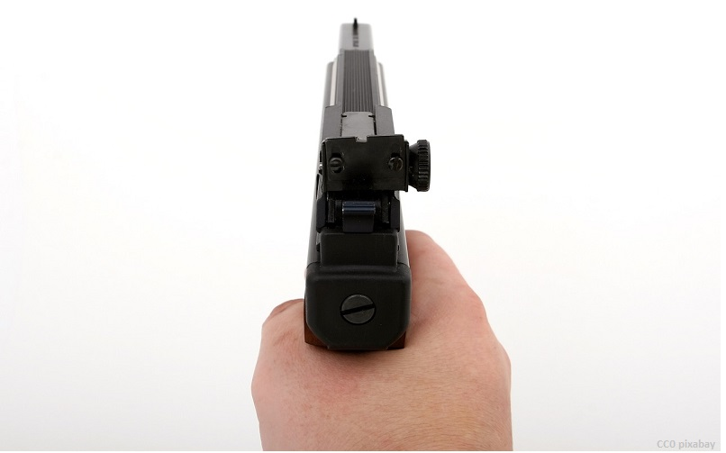 pistole-raubueberfall-freiburg-pixabay
