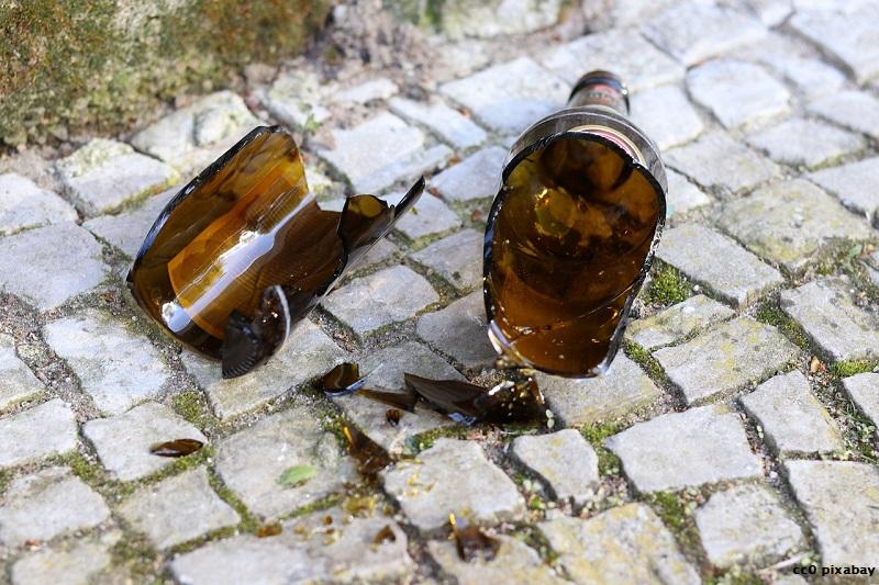 flasche-kaputt-gambier-muellheim-kopf-pixabay