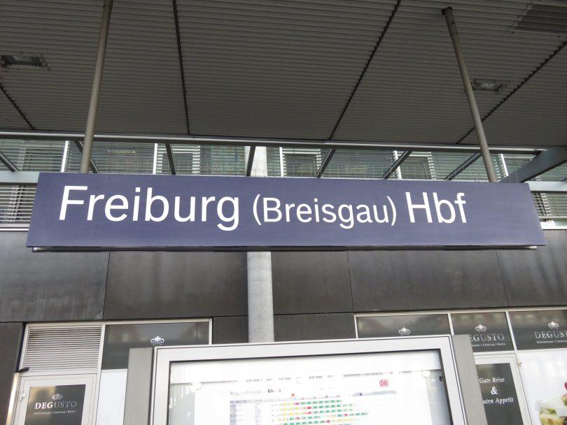freiburg-bahnhof-schild