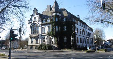 haan-rathaus-vorstand-innogy-saeure-anschlag-klein-colourbox
