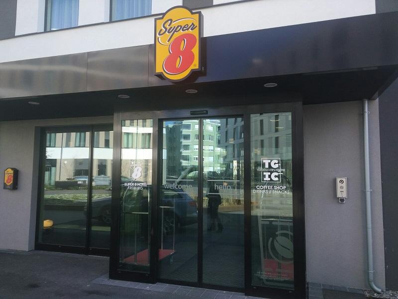 hotel-super8-freiburg-eingang-erfahrung