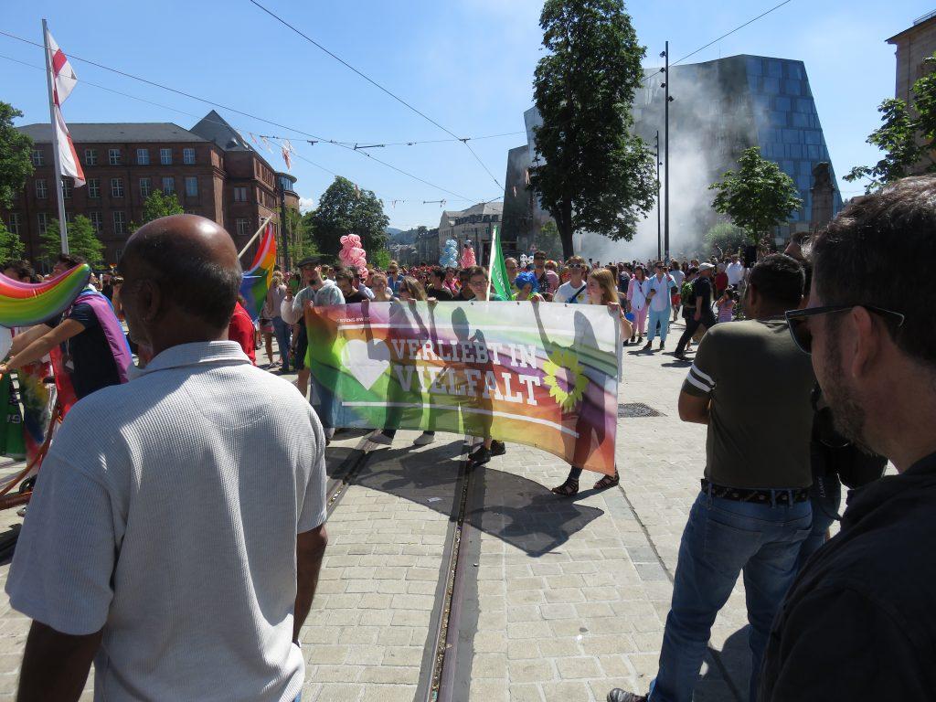 CSD Freiburg 2018: Die Grünen hatten auch mit einer Fußgruppe teilgenommen, den amtierenden OB Dieter Salomon suchte man dort allerdings vergebens