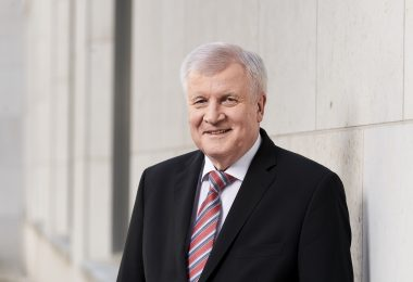 Portrait Bundesinnenminister Horst Seehofer (CSU) am 19042018 in Berlin. ( © Henning Schacht Leuthener Str. 1 - D 10829 Berlin - phone (+49) 0177 6443393 -www.berlinpressphoto.de )