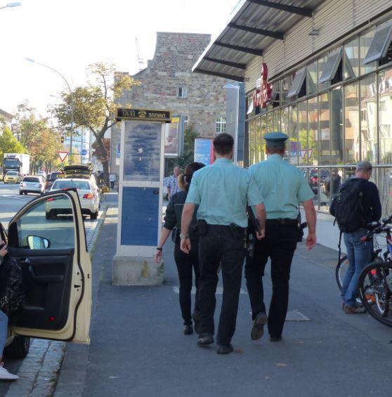 zoll-taxi-kontrolle-mindestlohn-fremd-polizei