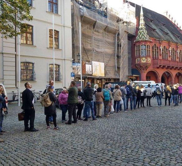 freiburg-null-euro-schlange-ausgabetag