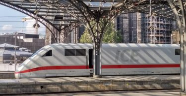 ICE Fernzug Deutsche Bahn kaputt