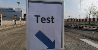 Corona-Test-Schild