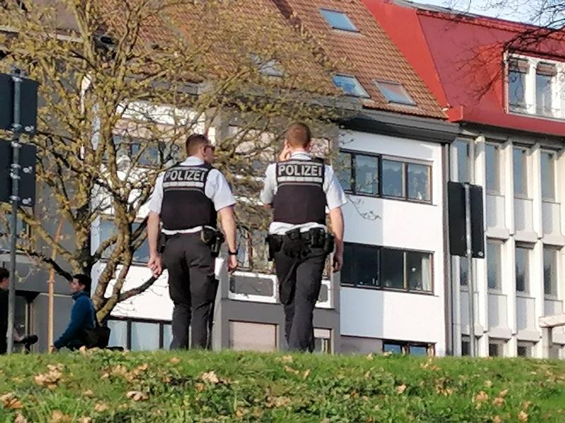 Polizei überwacht Corona Verbote in Freiburg