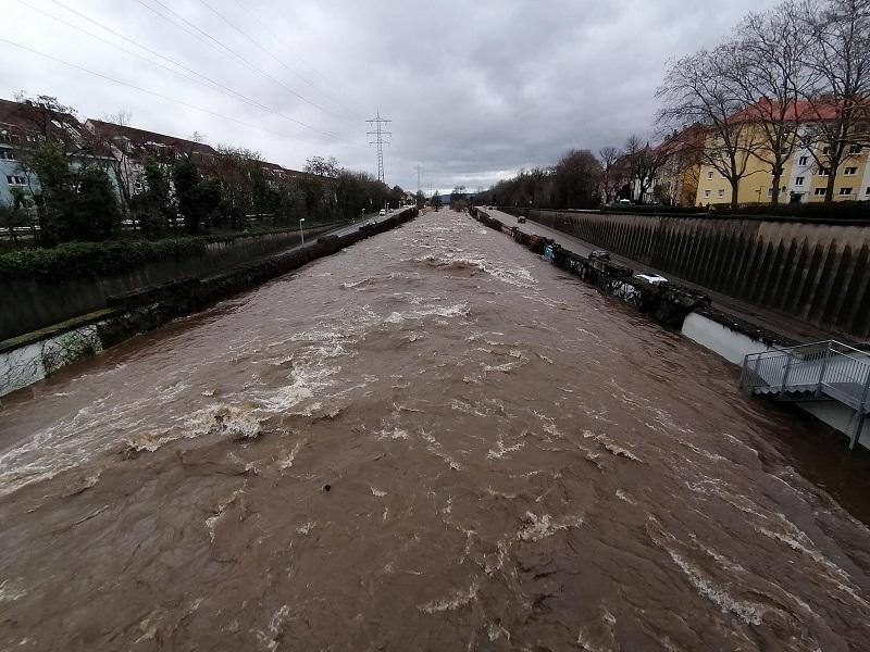 Dreisam-Freiburg-von-ochsenbrücke-2021