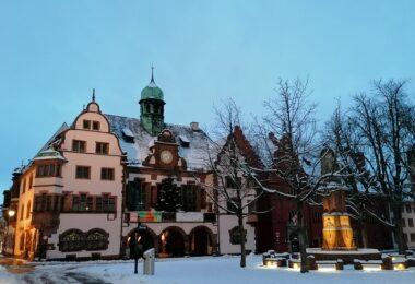 Rathaus-Freiburg-Schnee-Winter-2021