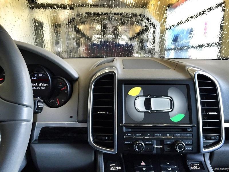 auto-in-waschstrasse