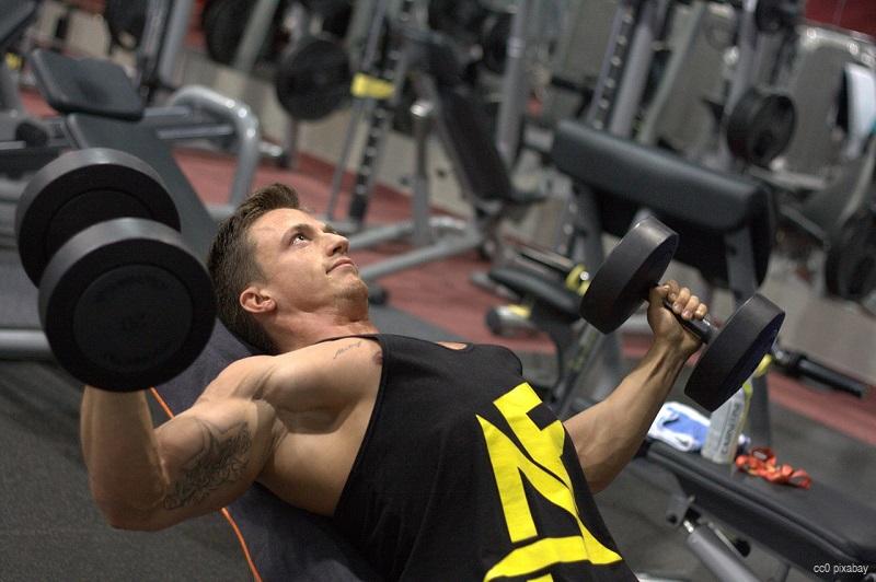 fitness-studio-bodybuilder