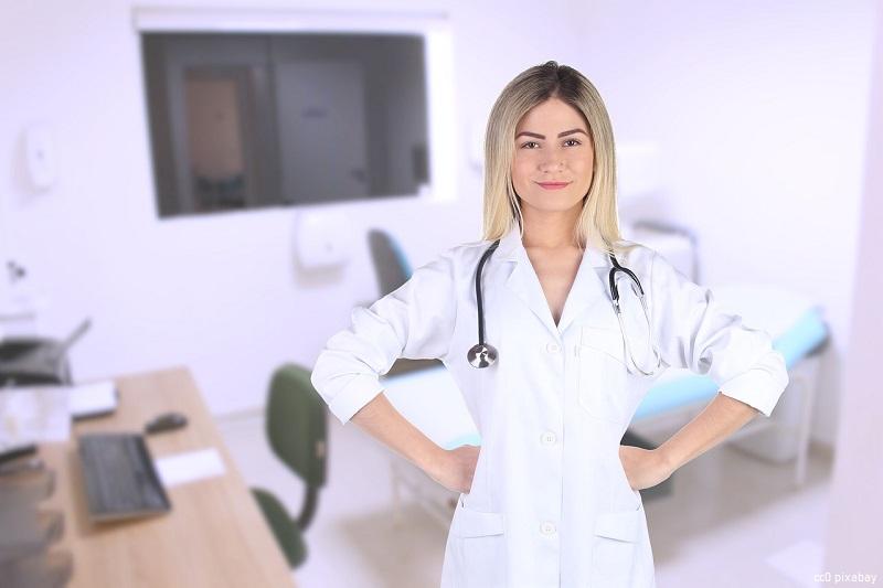 hausarzt-hausärztin-impfdosen