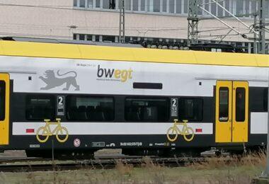 regionalzug-bahnhof-freiburg
