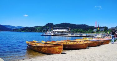 titisee-strand-boote-wasser