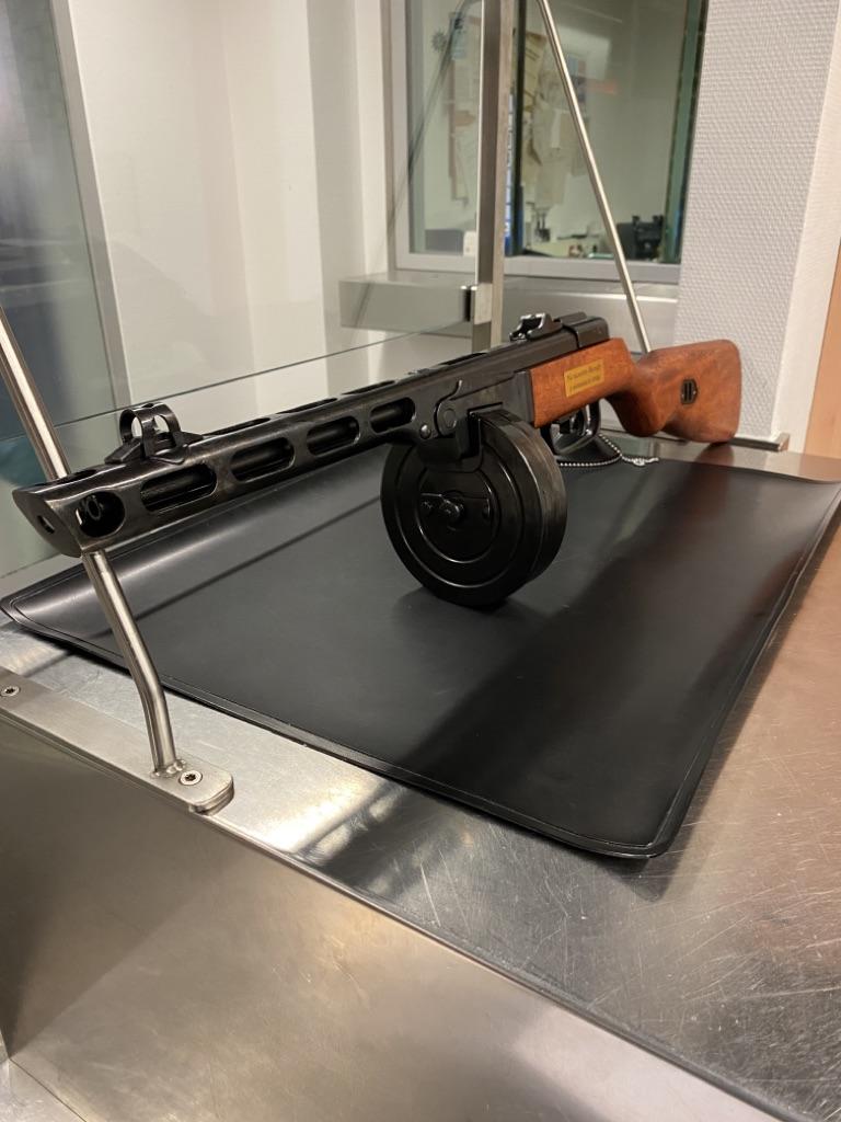 Maschinenpistole Zoll Düsseldorf Flughafen